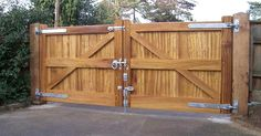 Hadleigh entrance gates are heavy-duty, braced gates that offer a high level of strength and durability. The design is simple, smart and attractive.