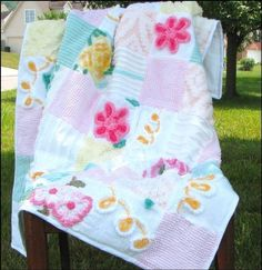 this quilt measures 37/48 and is beautiful to look at. I bought it for izabella, my grandaughter.