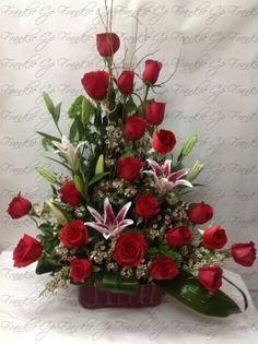Triangulo de rosas rojas Church Flower Arrangements, Church Flowers, Silk Flower Arrangements, Funeral Flowers, Wedding Flowers, Nylon Flowers, Silk Flowers, Rose Lily, Special Flowers