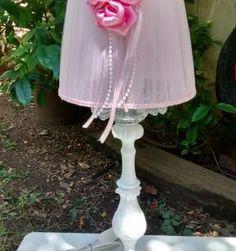 Velador-romantico-y-pantalla-de-tul-rosa-con-flores-y-perlas.jpg