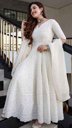 Pakistani Dresses Casual, Indian Fashion Dresses, Pakistani Dress Design, Indian Designer Outfits, Stylish Dresses For Girls, Stylish Dress Designs, Designer Anarkali Dresses, Designer Dresses, Ethnic Outfits