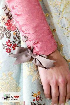 Detalle puño manga larga Sleeve Designs, Detail, Clothes, Elegant Dresses, Fabrics, Traditional Clothes, Female Clothing, Full Sleeves, Clothing