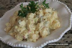 Klasika na talíři k smaženému řízku musí být. Klasický bramborový salát našich babiček.