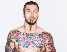 Alex Minsky desnudo presume de nuevo tatuaje en el culo