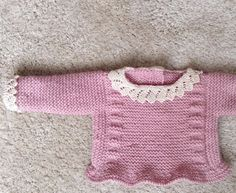 IDEA PARA HACER BORDES CUELLO Y PUÑOS... Baby Knitting Patterns, Baby Hats Knitting, Knitting For Kids, Baby Booties Free Pattern, Knit Baby Booties, Easy Knit Baby Blanket, Diy Crafts Knitting, Baby Kimono, Knitted Dolls