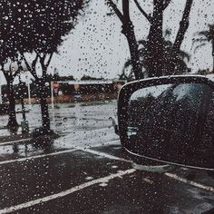I'm in heaven! It's been raining non stop for 2 days now and the happiness that my soul feels is unexplainable. #rainisgoodforthesoul #rainlover #pretoria #southafrica #raindrops #greyskies #southafricanblogger #theblueeyedbelle #travelblogger #pluviophile #rainydays #nature #iphoneography