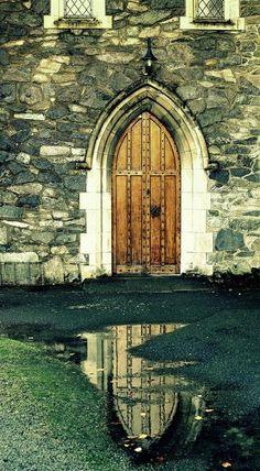 und noch eine wunderschöne Tür, diese gotisch...