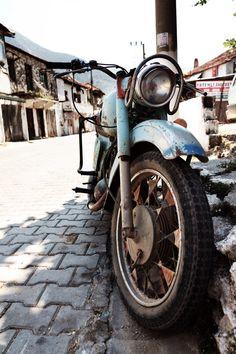 Love the Old bike vintage !