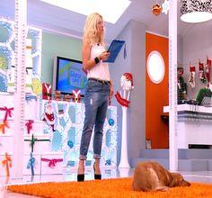 maria- Greek tv host Capri Pants, Greek, Tv, Celebrities, How To Wear, Fashion, Capri Trousers, Moda, Celebrity