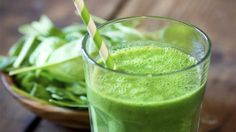 Batido verde diet e sucos green drink recipes, mint smoothie y green breakf Weight Loss Meals, Weight Loss Smoothies, Healthy Smoothies, Healthy Drinks, Detox Smoothies, Superfood Smoothies, Green Superfood, Healthy Shakes, Healthy Fit