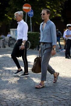 Pitti Uomo the strongest street style All the best street style looks from the men currently peacocking in Florence at the Pitti Uomo trade fair. Mode Man, Vetement Fashion, Fashion Moda, Fashion Belts, Cheap Fashion, Fashion Rings, Womens Fashion, Men Street, Cool Street Fashion