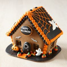 Halloween Gingerbread House #williamssonoma #fallingforfall inspirations at http://www.TheDIYShow.com