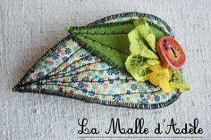 Barrette textile feuille en liberty petites fleurs