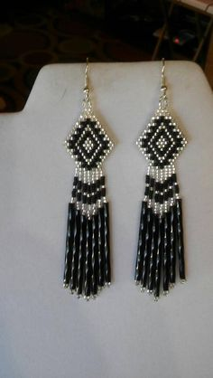 Native American Style Beaded Classic Earrings in Black and image 3 Brick Stitch Earrings, Seed Bead Earrings, Diy Earrings, Hoop Earrings, Beaded Earrings Patterns, Jewelry Patterns, Beading Patterns, Bead Jewellery, Beaded Jewelry