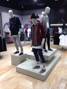 TOPMAN basic street styling at Emporium Melbourne Clothing Store Interior, Clothing Store Design, Boutique Interior, Boutique Design, Denim Display, Shoe Display, Visual Merchandising Fashion, Store Layout, Denim Art