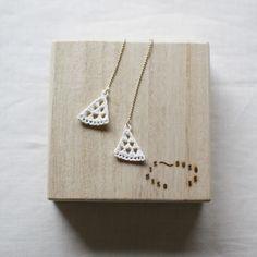 Kimiko Suzuki White Porcelain Thread Chain Earrings #02 | UGUiSU Online Store