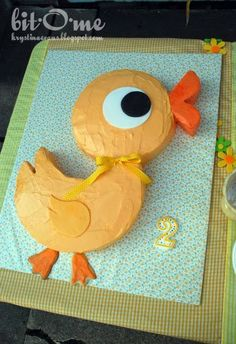 Inspired by my Granny's book of Cut-Up Cakes , I fashioned my own duck cut up cake to mimic the duck on Marin's birthday party invitations ....