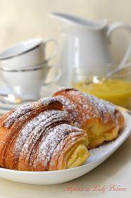 Hiperica di Lady Boheme: Ricetta croissant sfogliati di Luca Montersino Cannoli, Perfect Breakfast, Bread Rolls, Croissants, Pain, Donuts, French Toast, Sweets, Desserts