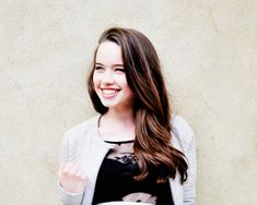 Anna Popplewell (Queen Susan the Gentle) - I love how this pic looks! Susan Pevensie, Lucy Pevensie, Peter Pevensie, Pretty People, Beautiful People, Narnia 3, Anna Popplewell, Awkward Girl, Prince Caspian