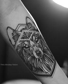 thx guys for comin #twinmonkeytattoo #tattoo tattoos #wolf #blackwork #blackworkers #magicinkmagz #btattooing #ink #inked #intenze #linework #dottwork #geometric