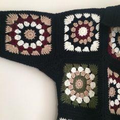 Cardigan Au Crochet, Crochet Jacket Pattern, Crochet Coat, Granny Square Crochet Pattern, Crochet Clothes, Pull Crochet, Bead Crochet, Crochet Designs, Crochet Patterns