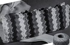 Four Stripes Bag crochet pattern from Smart Bags, originally published by Spool Cotton Co, Book No. 209, in 1944.