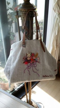 Awesome Most Popular Embroidery Patterns Ideas. Most Popular Embroidery Patterns Ideas. Embroidery Works, Embroidery Bags, Hand Embroidery Designs, Embroidery Patterns, Painted Bags, Handmade Purses, Jute Bags, Linen Bag, Bag Patterns To Sew