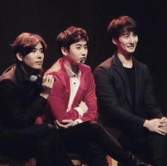 Hyungjun posts reunion photo with SS501's Youngsaeng and Kyujong