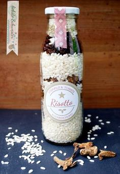 """liebste schwester: Geschenktipp - Kochmischung im Glas """"Risotto"""" mit freebie You are in the right place about simple DIY Gifts Here we offer you the most beautiful pictures about the DIY Gifts for gra Diy Gifts For Kids, Presents For Kids, Crafts For Kids, Diy Cadeau Noel, Diy Gifts For Girlfriend, Business Gifts, Food Gifts, Diy Food, Homemade Gifts"""