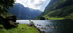 In kayak nel Nærøyfjord, Norvegia - Foto: Øyvind Heen/visitnorway.com