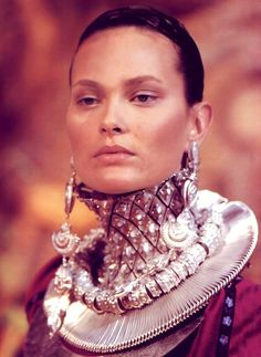 hautekills: Shalom Harlow at Christian Dior haute couture f/w 1998 Kenzo, Christian Dior, Givenchy, Shalom Harlow, Dior Haute Couture, Metal Necklaces, John Galliano, Ethnic Jewelry, Statement Jewelry