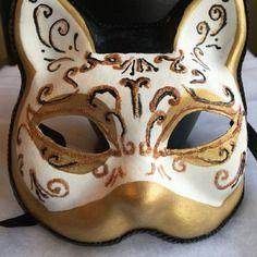 a1dd5c0bb0a Superbe masque venitien carnaval chat blanc dore noir Chats Blancs