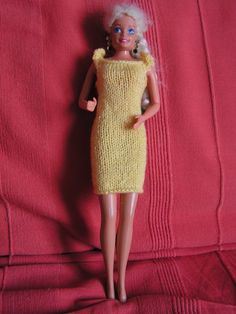 Barbie Clothes, High Neck Dress, Jouer, Sweaters, Barbie Style, Fashion, Barbie Patterns, Knitted Doll Patterns, Barbie Knitting Patterns