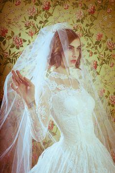 Love love love long sleeve wedding dresses. Via Inweddingdress.com #weddingdress #sleeves