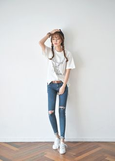 Gorgeous Clothes on korean fashion trends 608 Korean Girl Fashion, Korean Fashion Trends, Korean Street Fashion, Ulzzang Fashion, Korea Fashion, Asian Fashion, Daily Fashion, Fashion Poses, Fashion Outfits