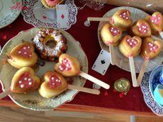 Diy Food, Caramel Apples, Doughnut, Wonderland, Cake, Desserts, March Hare, Alice In Wonderland Party, Voyage