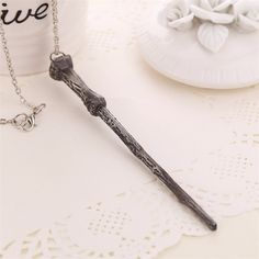 Get this Harry Potter Magic Wand Pendant Necklace and let the world know you're a Harry Potter fan! Make a gift for yourself or your friend, everyone will be happy to have it. Pendant size : 7cm Chain