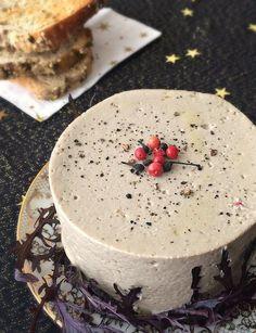 Mousse de champignons à tartiner Mousse, Vegetarian Day, Vegetarian Recipes, Vegan Pate, Veggie Christmas, Xmas Dinner, Salty Foods, Appetisers, Food Videos