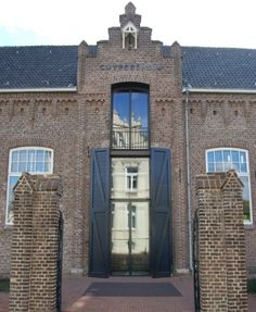 Museum in Roermond, Cuypershuis ~ architect / designer Pierre Cuypers (1827-1921) and explains links between architecture and contemporary interior design. The building is part of the collection, because it is a business card of Cuypers' vision of living and working. ...admire the work of an architect who also built and inhabited it. Cuypers known as a man of many facets: a designer, architect, organizer, artist, craftsman and idealist with indomitable work ethic