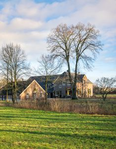 Goedenberg; Vanuit zuidwest, voor de antieke schuur Cabin, Mansions, House Styles, Home Decor, Decoration Home, Manor Houses, Room Decor, Cabins, Villas