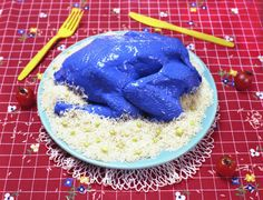 Does this blue chicken make you queasy? Scientists say there might be an evolutionary reason for that. Photo: Courtesy of Laurie Brown. Tasting With Our Eyes: Why Bright Blue Chicken Looks So Strange. Post by Linda Poon, The Salt at NPR Food Neon Food, Blue Food, Blue Chicken, Food And Thought, Food Science, Food Coloring, Colouring, Food Design, Cake Art