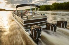 Premier Pontoons Dodici triple Evinrude E-tec outboard motors 900-horsepower pontoon boat_3