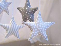 Móvil de estrellas para cuna de bebé