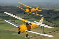 South African Air Force, Tiger Moth, Old Planes, Vintage Airplanes, Aircraft Pictures, Jet Plane, Military Aircraft, Small Towns, New Zealand