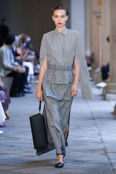 Vogue Fashion, Fashion News, Fashion Show, Fashion Design, Fashion Trends, Max Mara, Shirts & Tops, Vogue Paris, Next Fashion