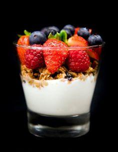 -Greek Yogurt & Granola & Mixed Berry Parfait-