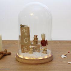 DIY : Cloche de Noël Snow Globes, Diy, Jade, Home Decor, Bricolage Noel, Clear Glue, Christmas Bells, Decoration Home, Bricolage