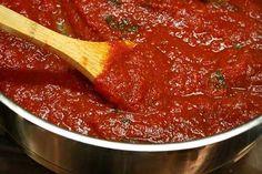 Homemade Marinara Sauce | Kickass Recipes Sauce Dips, Sauce Recipes, Cooking Recipes, Healthy Recipes, Homemade Marinara, Homemade Pasta, Bechamel, Italian Dishes, Italian Recipes
