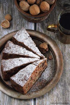 Jabłkowo-cynamonowe ciasto z orzechami i migdałami - radoscjedzenia.com Cookie Recipes, Snack Recipes, Dessert Recipes, Just Desserts, Delicious Desserts, Healthy Cake, Polish Recipes, Cakes And More, Food To Make