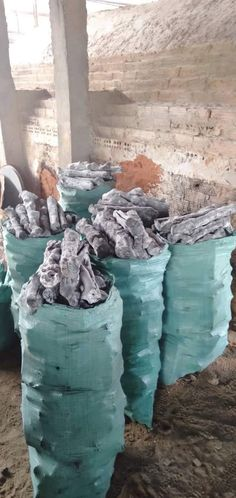 White Charcoal What you need to know about this type of coal. How to make White charcoal and what are properties? Charcoal Uses, White Charcoal, What Is Property, Nuclear Magnetic Resonance, Eucalyptus Tree, Greenhouse Gases, Shiro, Coke, Japan